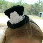 crochet mini tophat, mini tophat hairclip, free crochet tophat pattern, mini tophat crochet pattern free